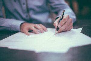 ¿qué es un contrato laboral??